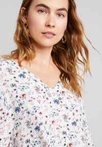 TOM TAILOR DENIM - V-NECK TUNIC WITH TURN-UP - Blouse - off white - 3