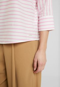 TOM TAILOR DENIM - STRIPED CARREEBLOUSE - Bluzka - rose/white - 3