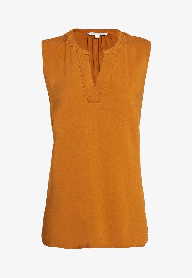 NECK DETAIL - Blus - mango brown