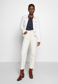 TOM TAILOR DENIM - SPORTY ALL OVER PRINTED BLOUSE - Blouse - navy/flower print - 1