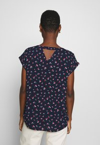 TOM TAILOR DENIM - SPORTY ALL OVER PRINTED BLOUSE - Blouse - navy/flower print - 2
