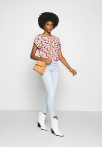TOM TAILOR DENIM - PRINT WITH TURN UP SLEEVES - Bluser - multicolor - 1