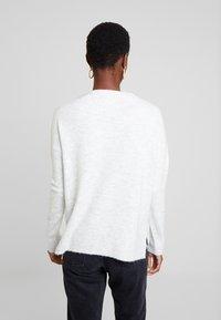 TOM TAILOR DENIM - Stickad tröja - marble beige melange          white - 2