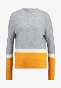 grey/yellow colorblock