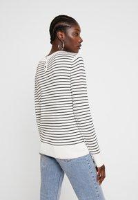 TOM TAILOR DENIM - EASY STRIPE - Sweter - white/black - 2