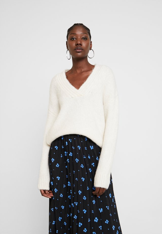 COSY V NECK - Strickpullover - off white
