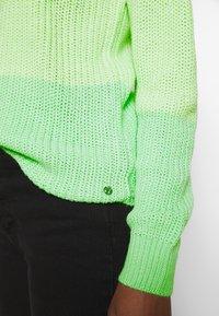 TOM TAILOR DENIM - Strikkegenser - green/creme - 4