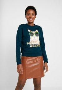 TOM TAILOR DENIM - CHRISTMAS - Sweatshirt - sapphire green - 0