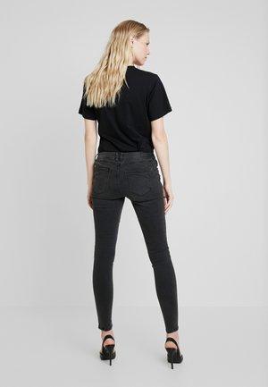 JONA BIKER - Jeansy Slim Fit - black denim/grey