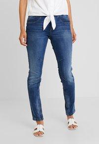 TOM TAILOR DENIM - LYNN - Jeans Relaxed Fit - moon wash mid blue denim - 0