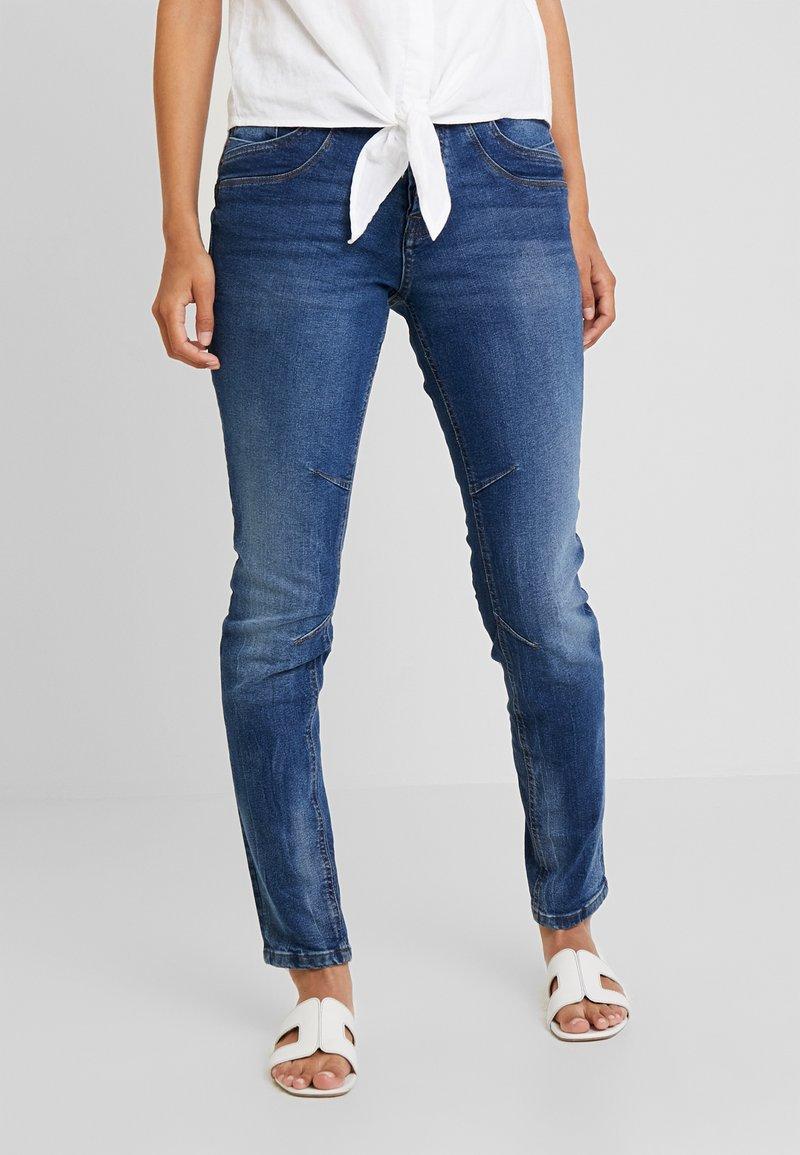 TOM TAILOR DENIM - LYNN - Jeans Relaxed Fit - moon wash mid blue denim