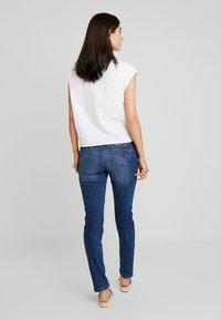 TOM TAILOR DENIM - LYNN - Jeans Relaxed Fit - moon wash mid blue denim - 2