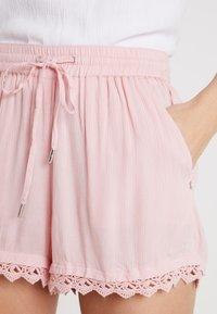 TOM TAILOR DENIM - RELAXED - Shorts - blush pink - 4