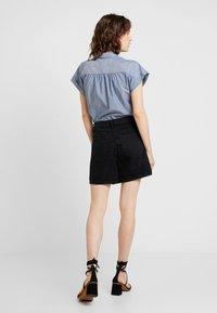 TOM TAILOR DENIM - A SHAPE HIGHWAIST - Shorts di jeans - dark stone/black denim - 2