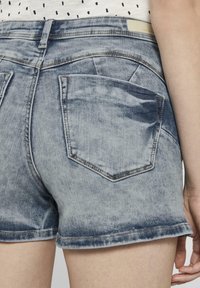 TOM TAILOR DENIM - MIT PUSH UP EFFECT - Shorts di jeans - moon wash mid blue denim - 5
