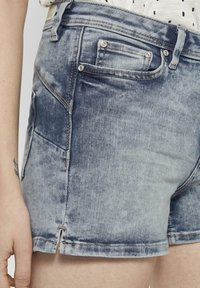 TOM TAILOR DENIM - MIT PUSH UP EFFECT - Shorts di jeans - moon wash mid blue denim - 4