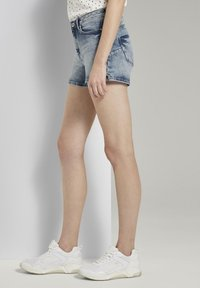 TOM TAILOR DENIM - MIT PUSH UP EFFECT - Shorts di jeans - moon wash mid blue denim - 3