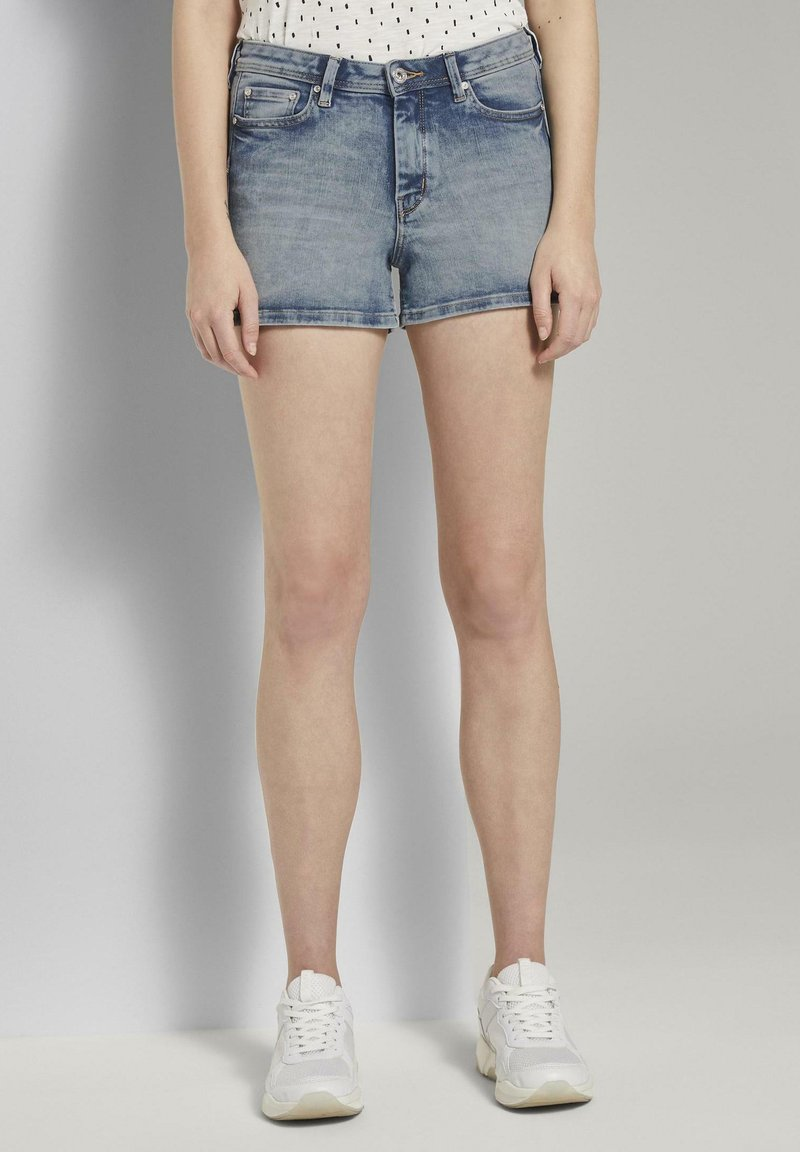 TOM TAILOR DENIM - MIT PUSH UP EFFECT - Shorts di jeans - moon wash mid blue denim