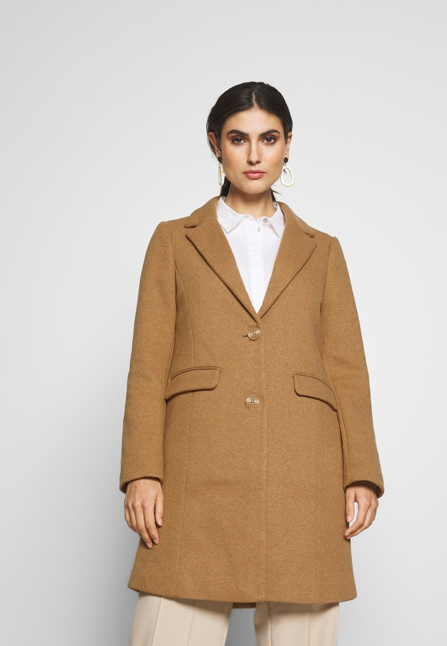 SLIM FITTED COAT - Krátký kabát - light caramel/melange brown