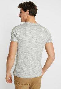 TOM TAILOR DENIM - Basic T-shirt - ecru/new space dye white - 2