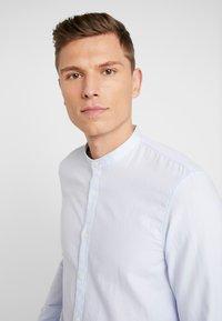 TOM TAILOR DENIM - HERRINGBONE - Koszula - light blue - 5