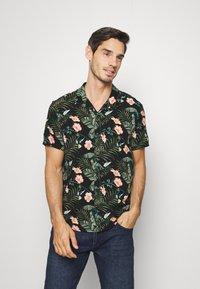 TOM TAILOR DENIM - BOTANICAL HAWAI  - Shirt - green - 0