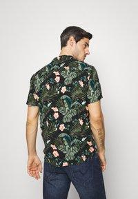 TOM TAILOR DENIM - BOTANICAL HAWAI  - Shirt - green - 2