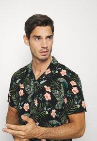 TOM TAILOR DENIM - BOTANICAL HAWAI  - Shirt - green - 3