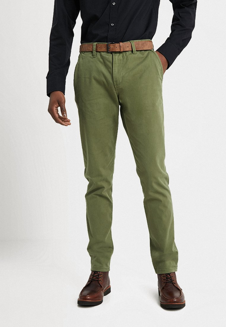 TOM TAILOR DENIM - SLIM CHINO WITH BELT - Chinot - cedar green