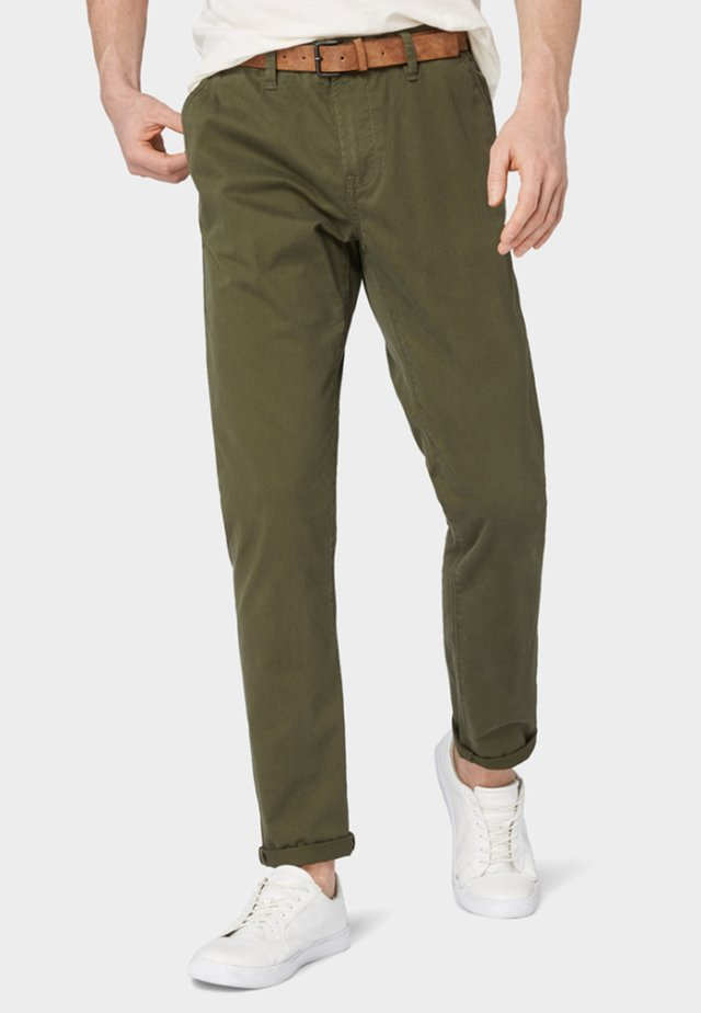 SLIM CHINO WITH BELT - Chinosy - olive