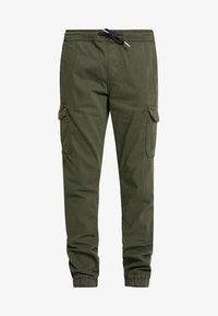 TOM TAILOR DENIM - Pantaloni cargo - woodland green - 4