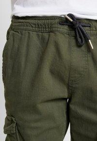 TOM TAILOR DENIM - Pantaloni cargo - woodland green - 3