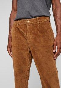 TOM TAILOR DENIM - RELAXED CHINO - Pantalones - light oak - 3