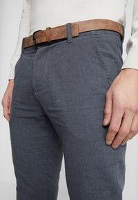TOM TAILOR DENIM - STRUCTURED - Chino - black/grey - 3
