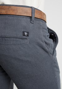 TOM TAILOR DENIM - STRUCTURED - Chinos - black/grey - 5