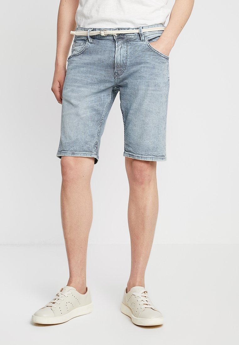 TOM TAILOR DENIM - REGULAR WITH BELT - Denim shorts - blue ecru/white