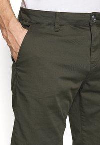 TOM TAILOR DENIM - CHINO SHORTS - Shorts - woodland green - 3