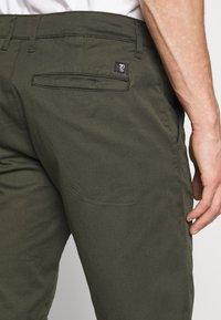 TOM TAILOR DENIM - CHINO SHORTS - Shorts - woodland green - 5