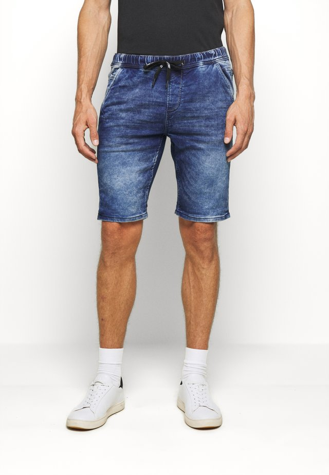 JEANSHOSEN DENIM JOGGER SHORTS - Szorty jeansowe - blue denim