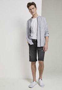 TOM TAILOR DENIM - Shorts di jeans - used dark stone black denim - 0