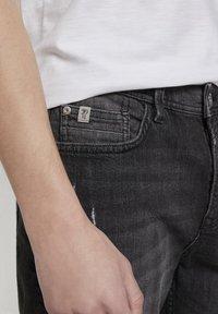 TOM TAILOR DENIM - Shorts di jeans - used dark stone black denim - 4