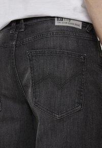 TOM TAILOR DENIM - Shorts di jeans - used dark stone black denim - 5