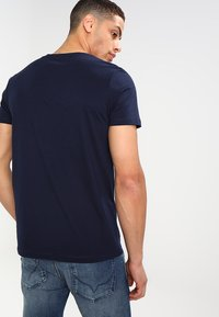 TOM TAILOR DENIM - CREWNECK TEE - T-shirt con stampa - night sky blue - 2