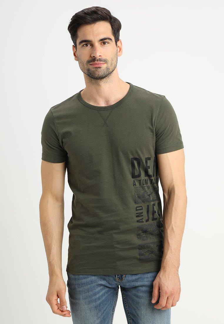 TOM TAILOR DENIM - WITH SIDEPRINT - T-Shirt print - woodland green