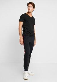 TOM TAILOR DENIM - 2 PACK - T-shirt - bas - black - 0