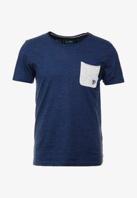 TOM TAILOR DENIM - WITH CONTRAST POCKET - T-shirt med print - agate stone blue - 3
