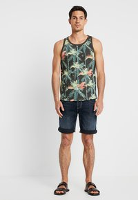 TOM TAILOR DENIM - Toppe - multicolor tropical palm grey - 1