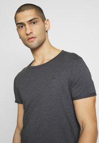 TOM TAILOR DENIM - LONG BASIC WITH LOGO - T-shirt basic - dark grey - 3