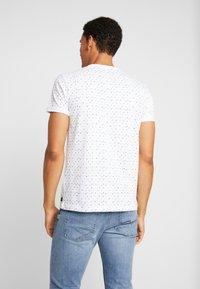 TOM TAILOR DENIM - ALLOVER - T-shirt print - white - 2