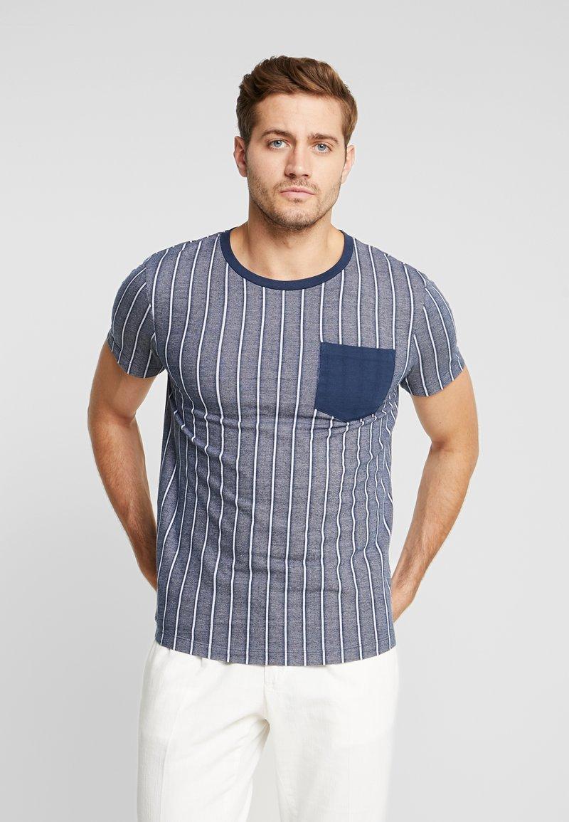 TOM TAILOR DENIM - STRIPED - T-shirt imprimé - navy